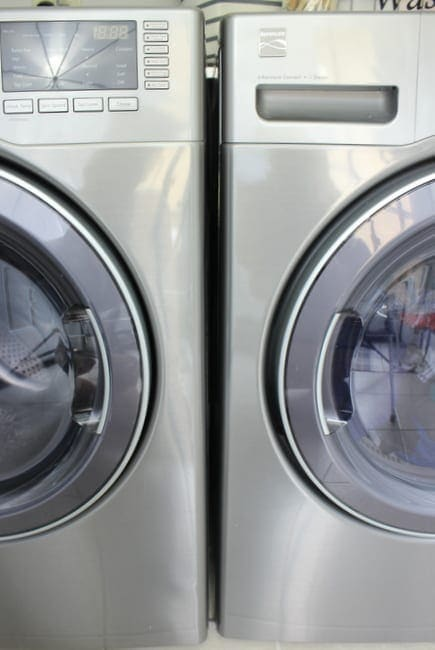 Keeping the doors of your front loader washing machine and dryer is a great fall cleanup project.