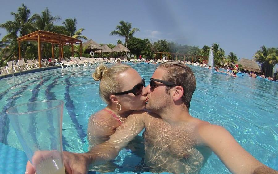 honeymoon lovebirds
