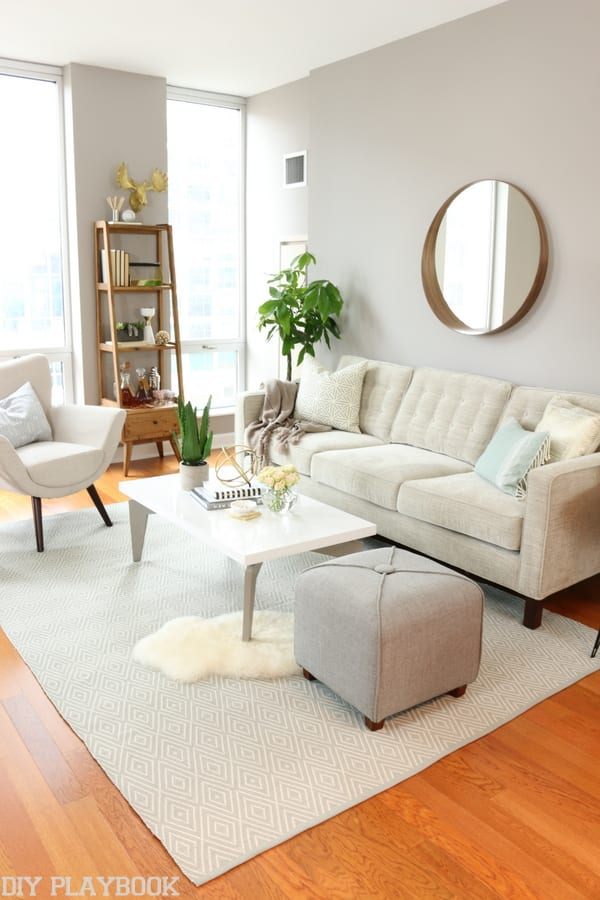 This feminine Chicago condo has so much personality and style. The modern sofa, char and ottoman give the room a polished look.