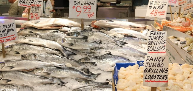 Seattle Weekend Recap: We saw all the major sights in Seattle, like Pike Place Market which was full of amazing things to see like this fish stand!