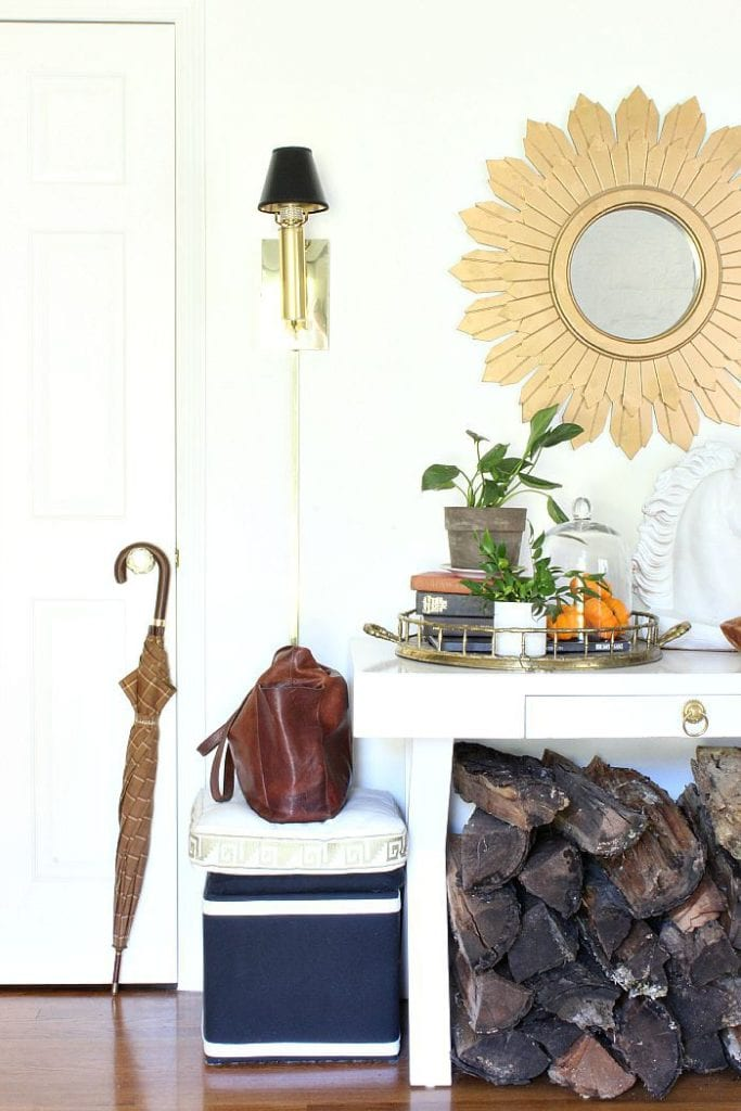 The fall elements in this entryway are simple