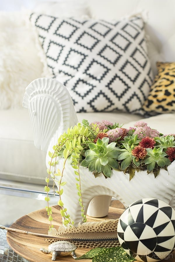 this gorgeous floral centerpiece has lovely warm colors