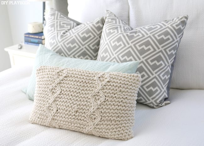 Perfectly placed accent pillows give a little hint of a put-together room
