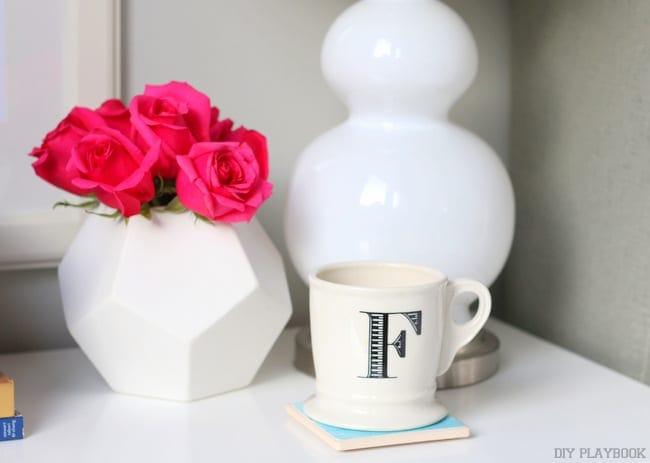 08-flowers-roses-coffee-nightstand