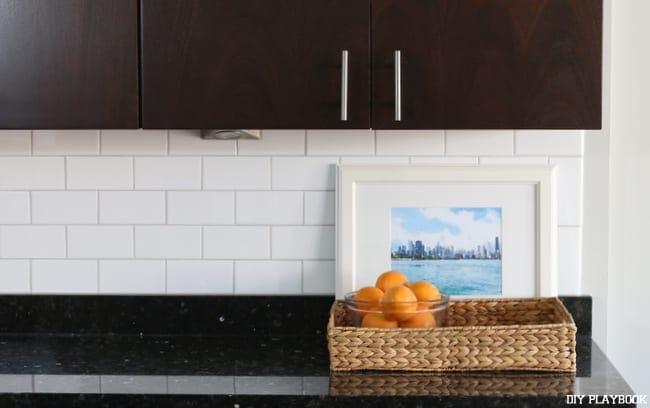 09-countertop-kitchen-oranges-subway-tile