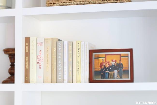 books-frames-built-ins-home-decor