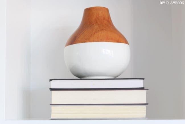vase-books-shelf-decor