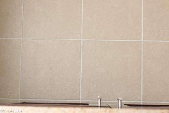 clean_grout_bathroom