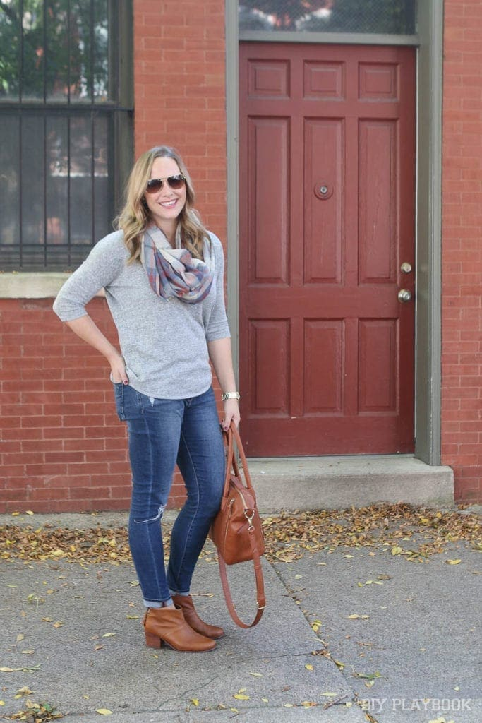 Casey is wearing a pair of skinny jeans with her cozy pullover sweater. Don't you love her leather bag and those leather booties?
