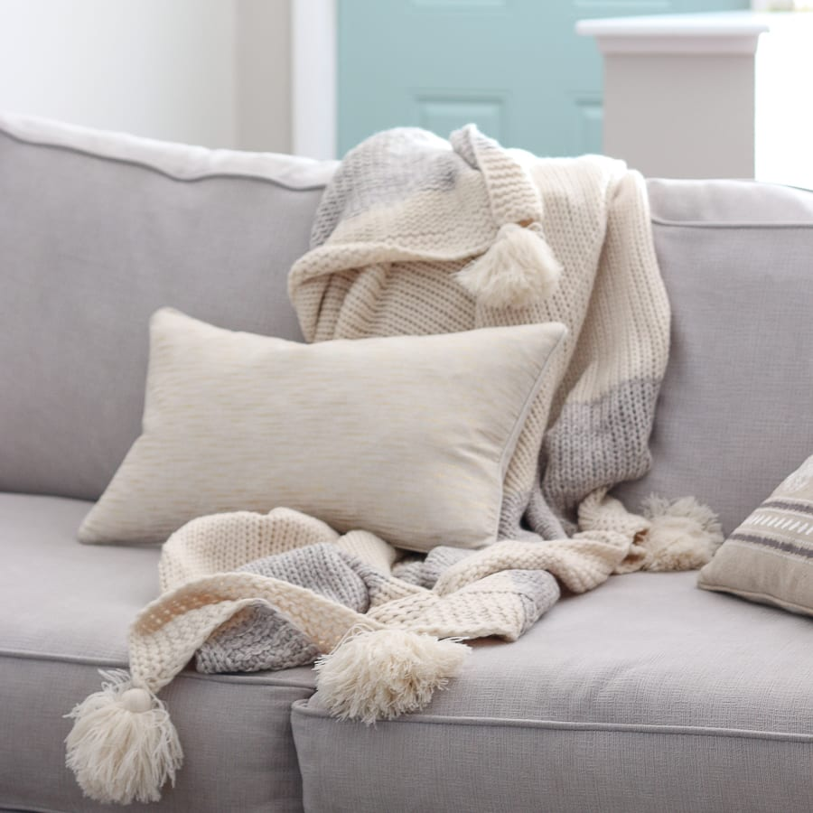 living-room-couch-pillow-blanket