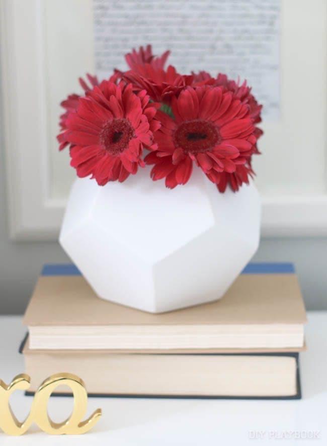 vase-flowers-red