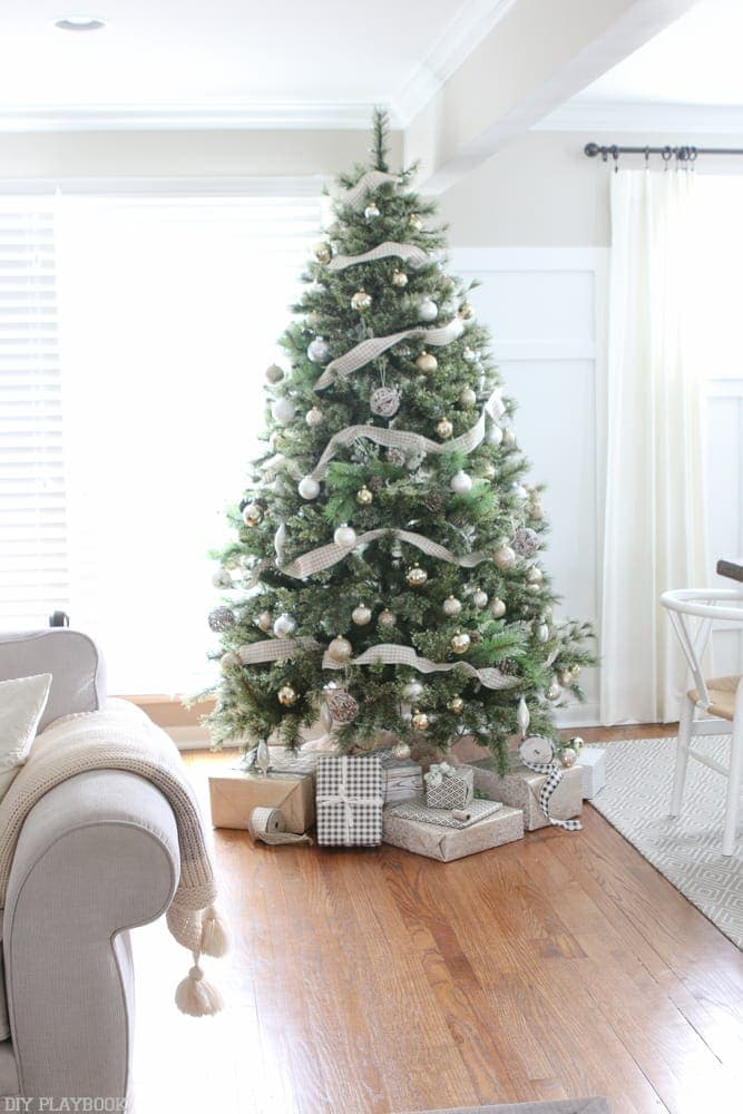 christmas-tree-blogger-stylin-home-tour