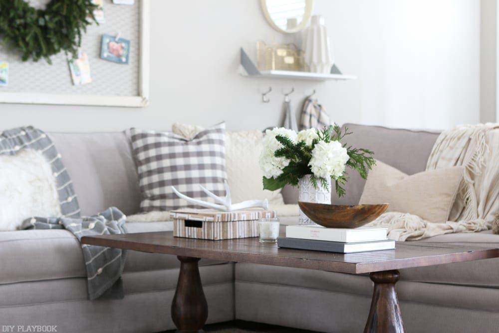 family-room-coffee-table-christmas