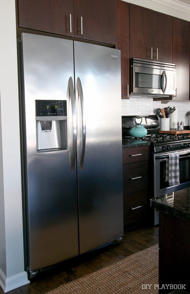 Here are two of the three new kitchen appliances we got from Maytag: the range and the fridge.