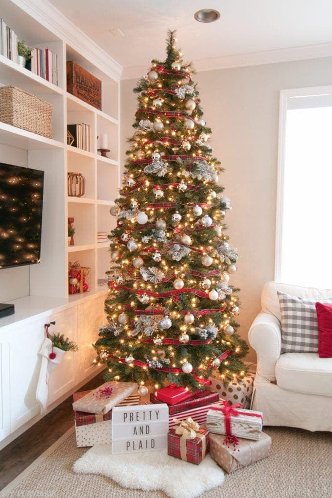 Tips And Tricks To Decorate Your Christmas Tree This