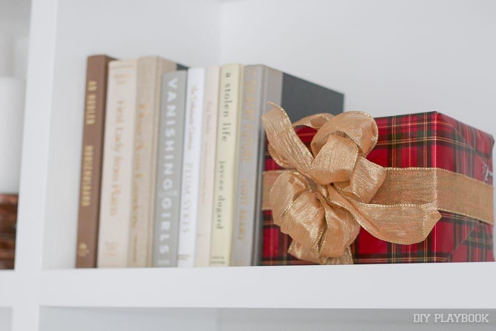 present-books-decor-christmas