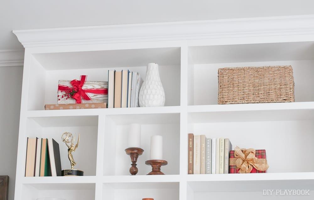 shelves-christmas-decor