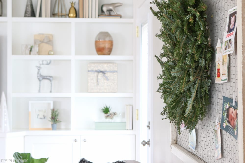 wreath-holiday-built-ins