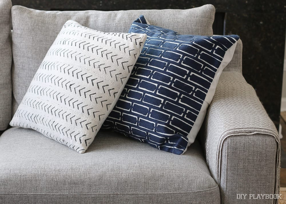 Throw Pillows That Go With Gray Couch : How to Choose the Best Throw Pillows for a Gray Couch