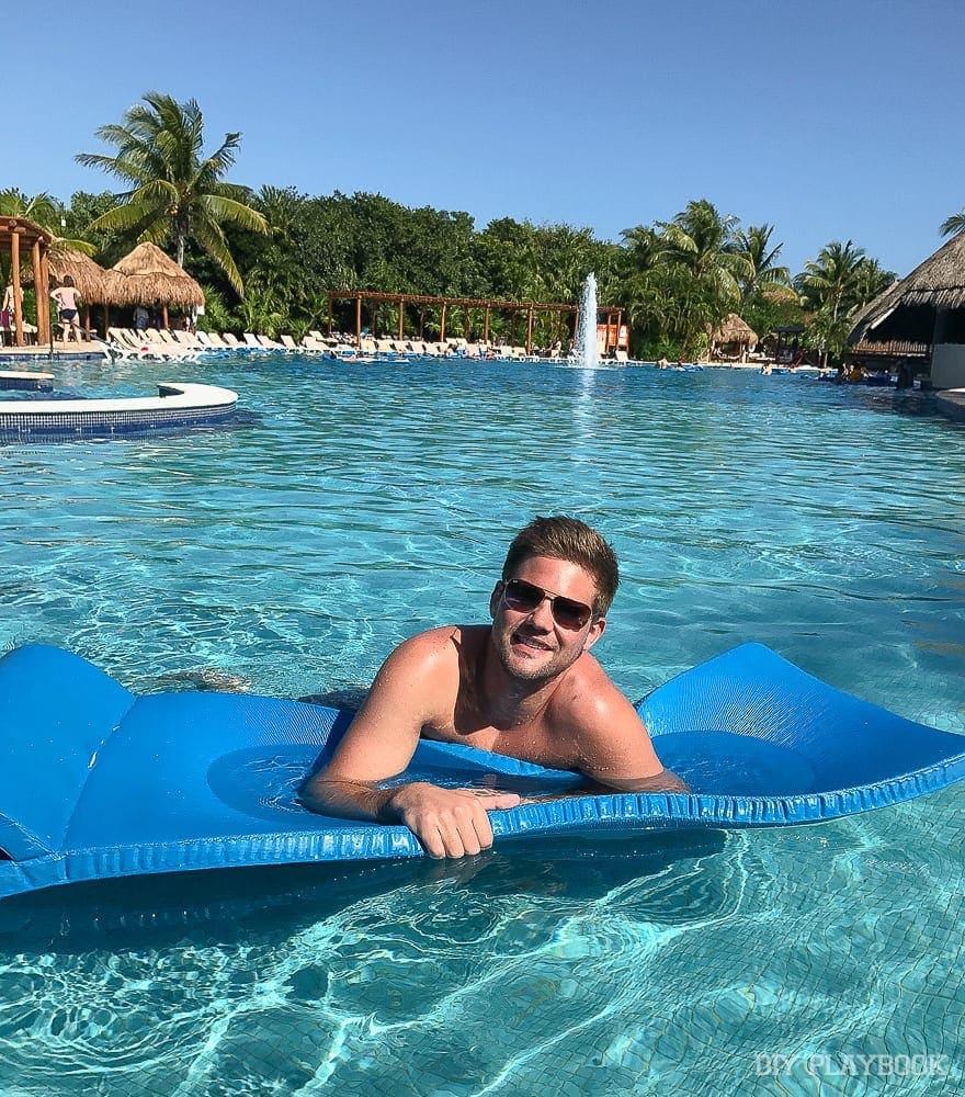 finn-pool-meico
