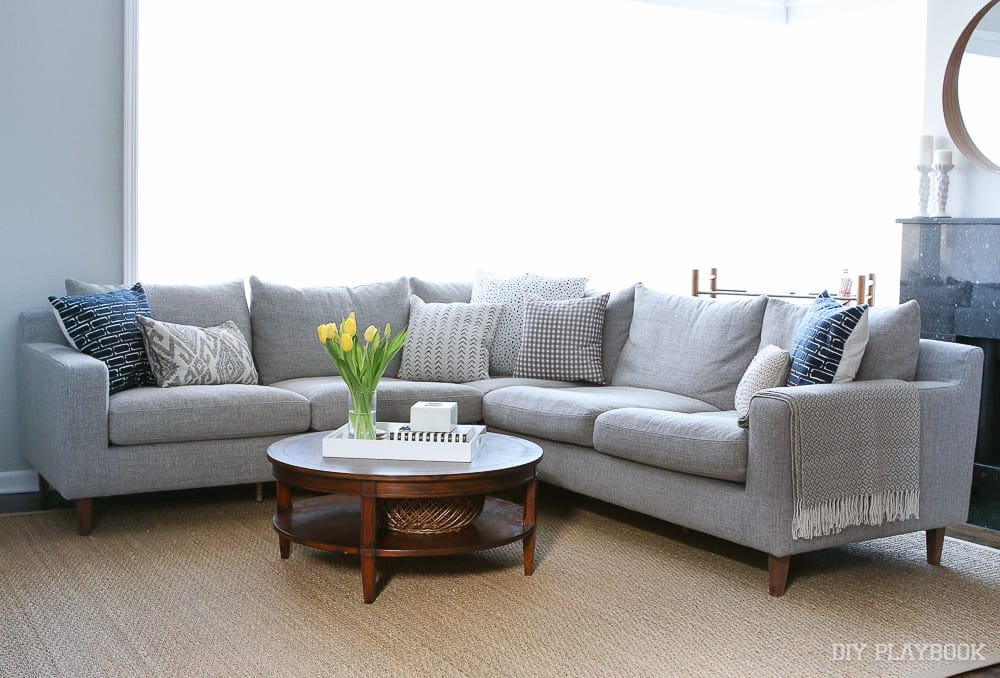 interior-define-gray-couch-family-room