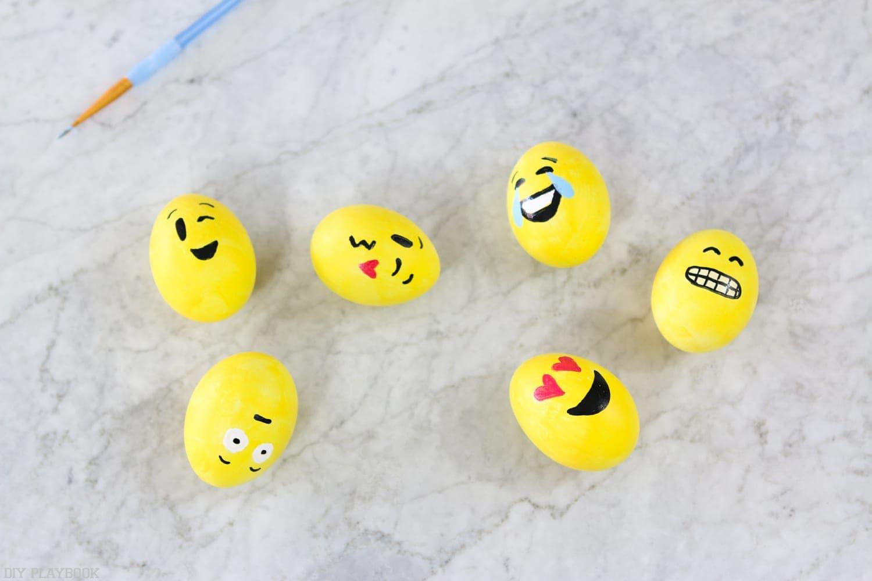 DIY_Emoji_Easter_eggs-12