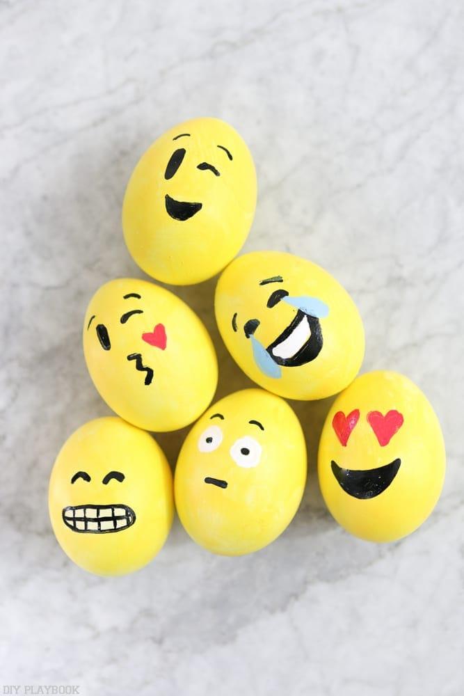 DIY_Emoji_Easter_eggs-3