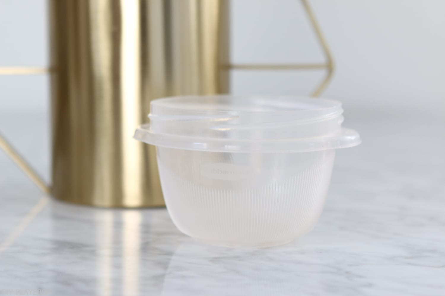 A small tupperware container is the only trick you need