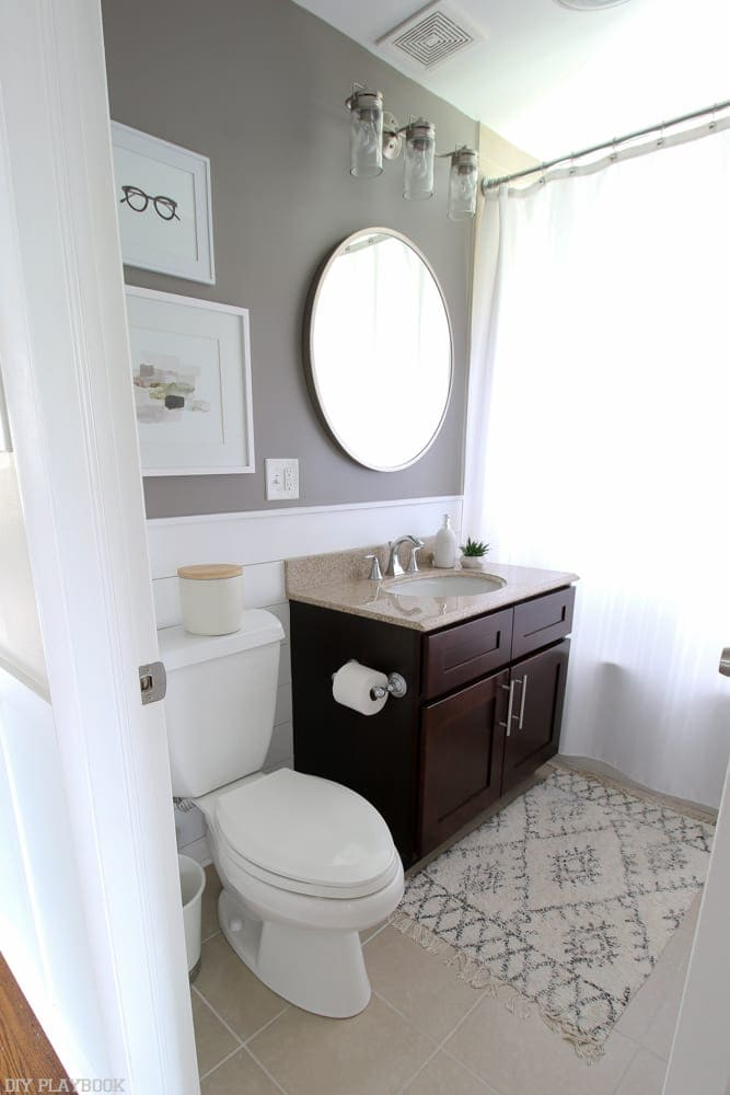 A Day lin the life of Bridget from DIY Playbook - Bridget only needs like 20 minutes of getting ready time in the morning, but she gets to do it in this fabulous master bathroom!
