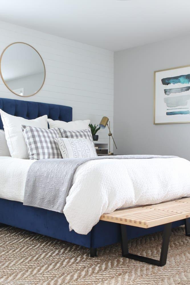 bedroom_headboard_Pillows_