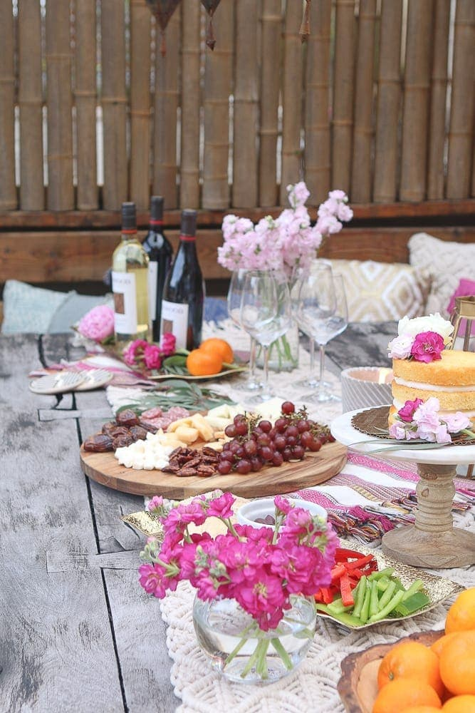 Moroccan_Tablescape_wine_flowers_food