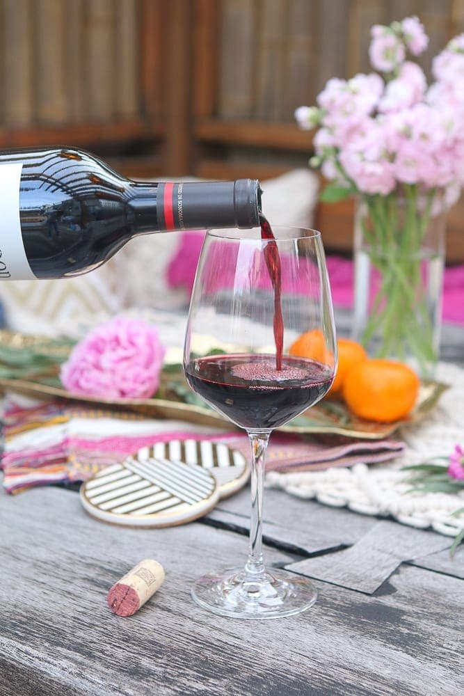 6 Easy Tips to Bring Your Wine Night Outside thumbnail