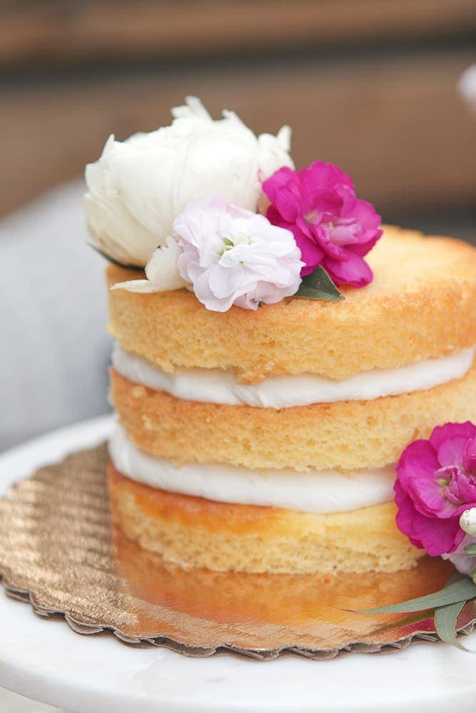 Just a few flowers and your cake looks fantastic and is transformed