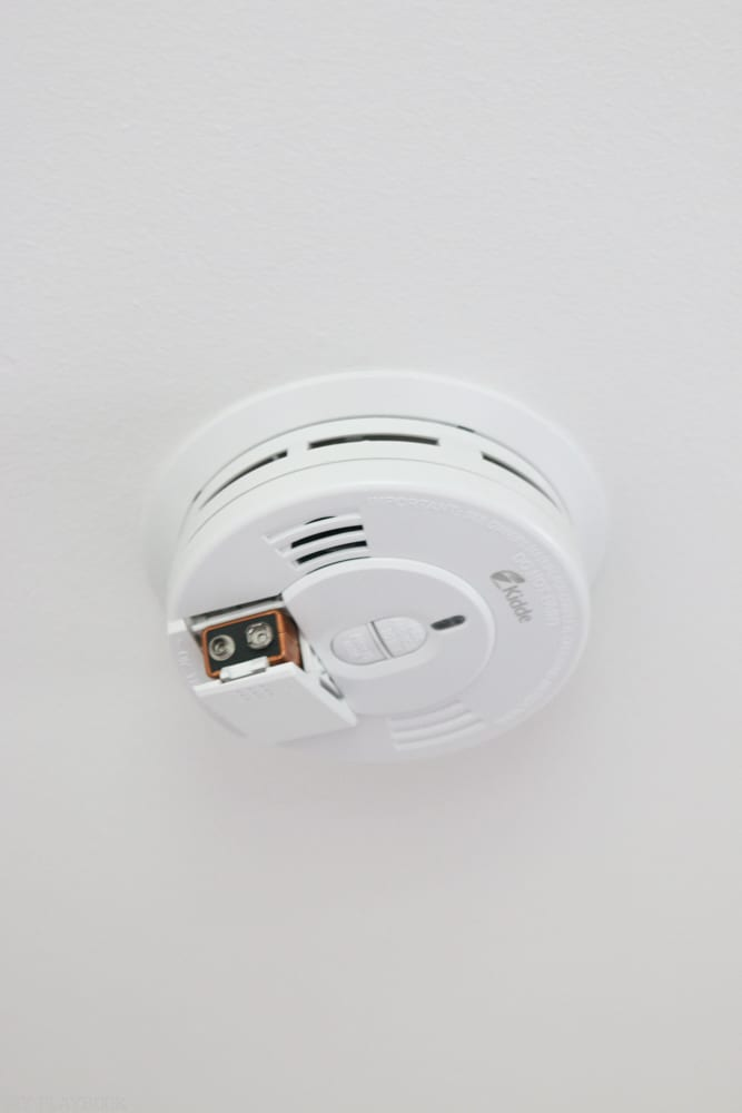 home_maintanence-smoke-detector