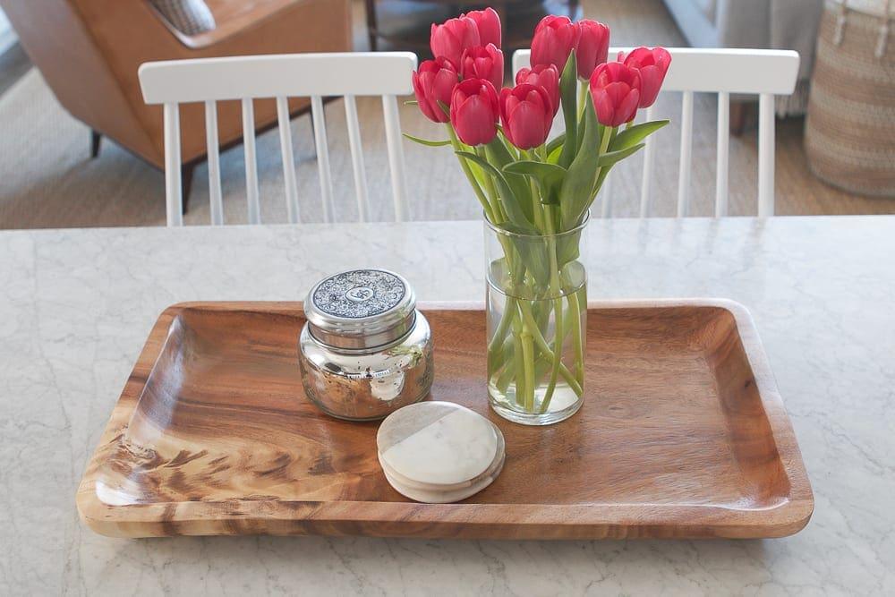 wood-tray-tulips