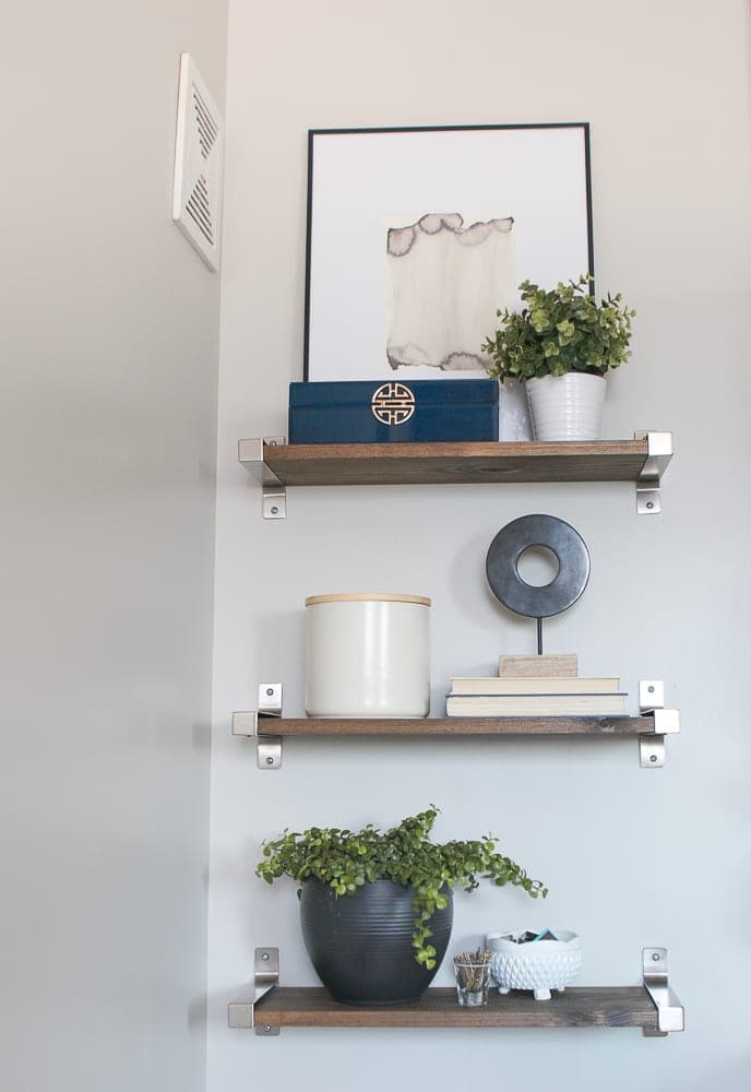 How to Style Shelves in your Bathroom thumbnail