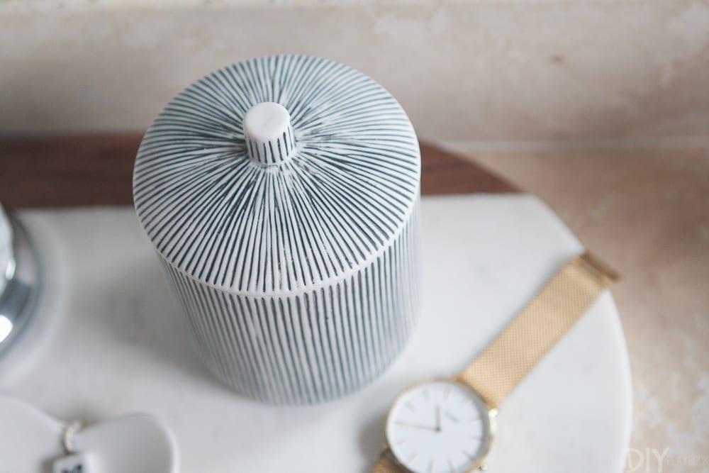 bathroom-stripes-accessory-3