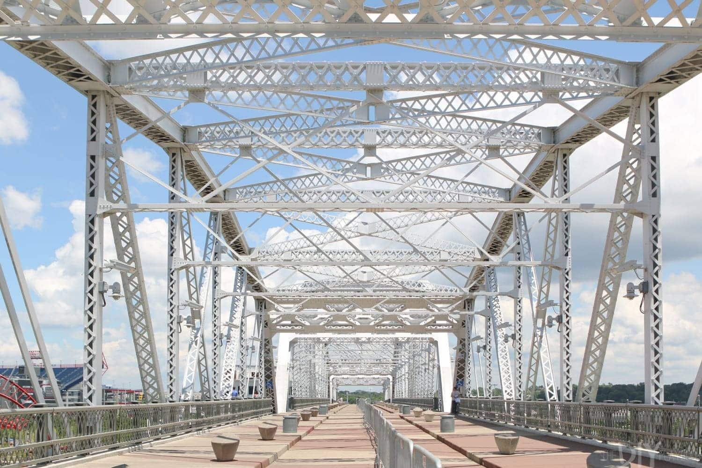 Travel_Nashville-bridge