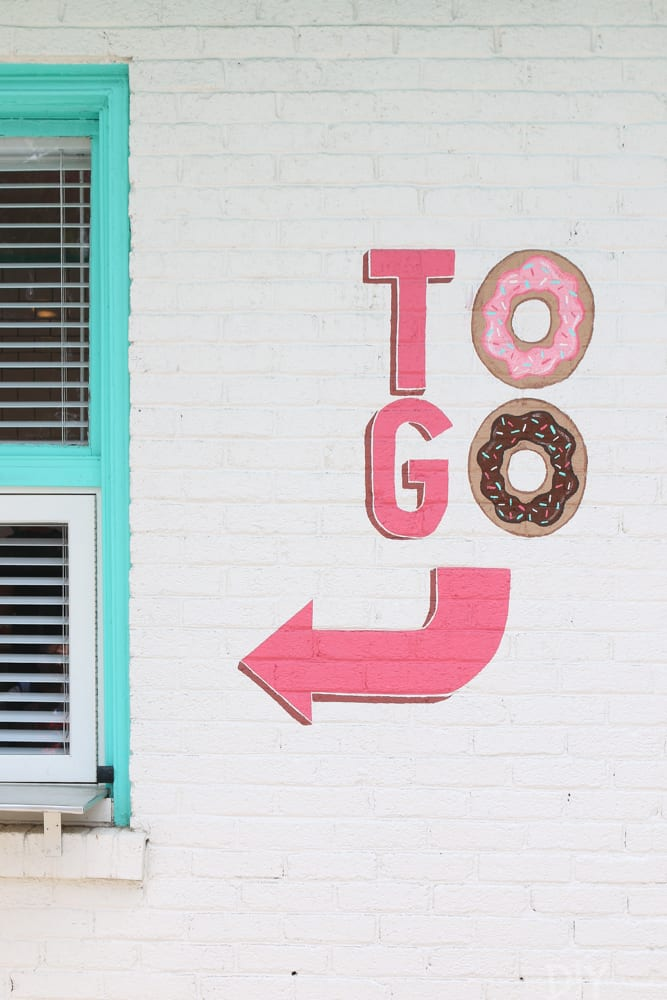 Travel_Nashville-to-go-donuts
