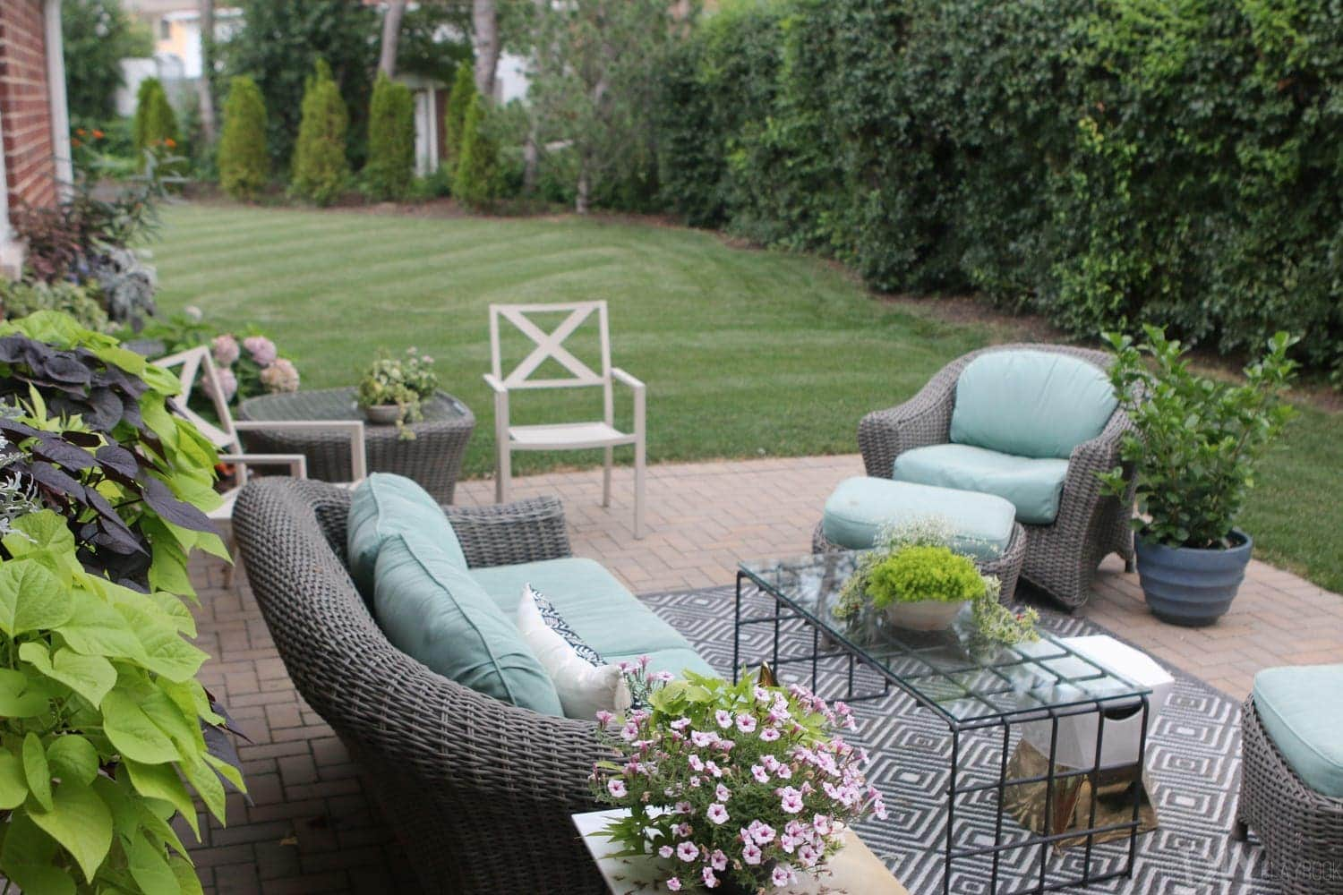 Outdoor_Patio_Furniture_Plants-6