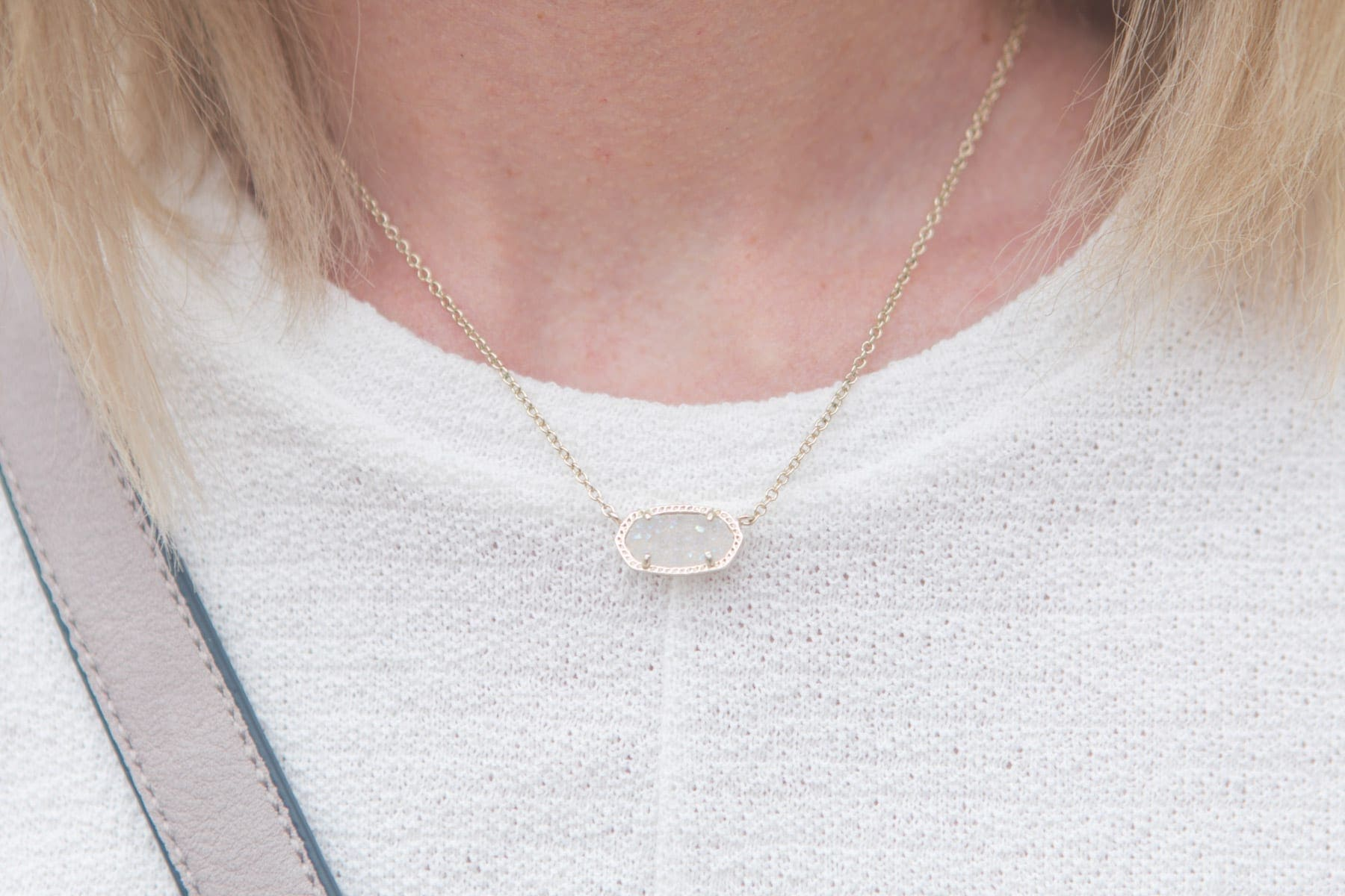 This delicate necklace is a must have- dainty, elegant and neutral, it matches everything.