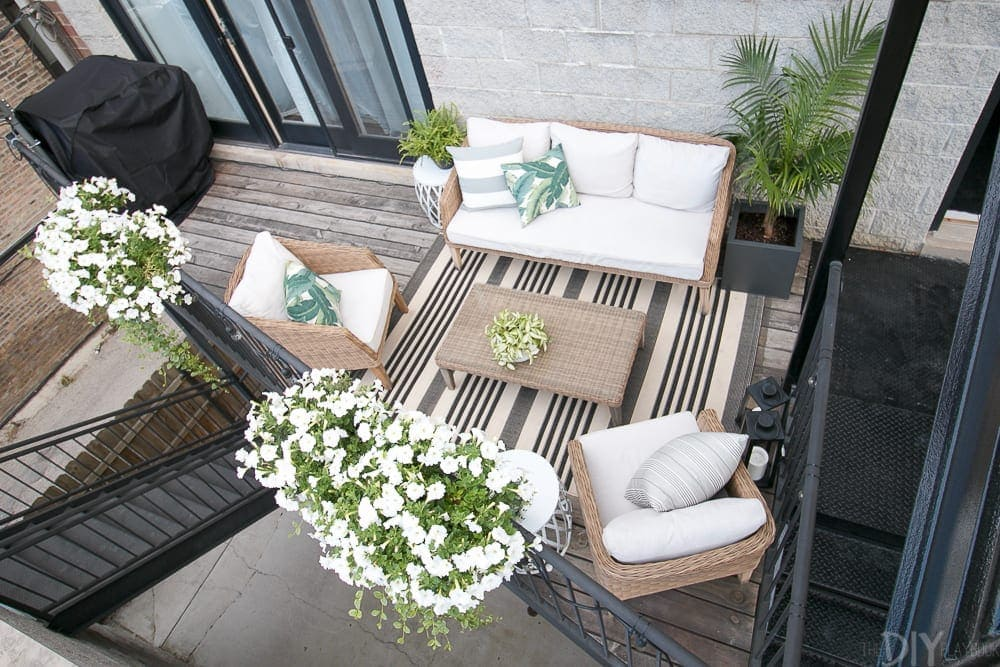 overhead-balcony-city-patio