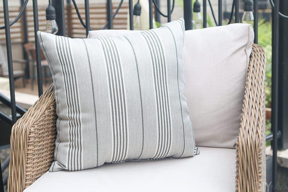 outdoor-pillow-patio