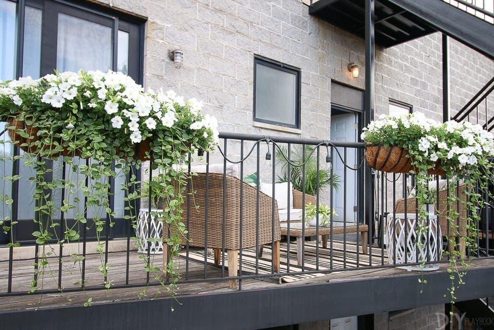 patio-flowers-balcony