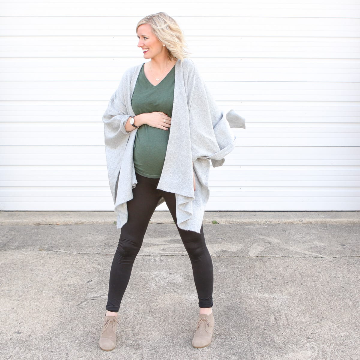 This casual, easy maternity wear is also super cute and comfy for Thanksgiving