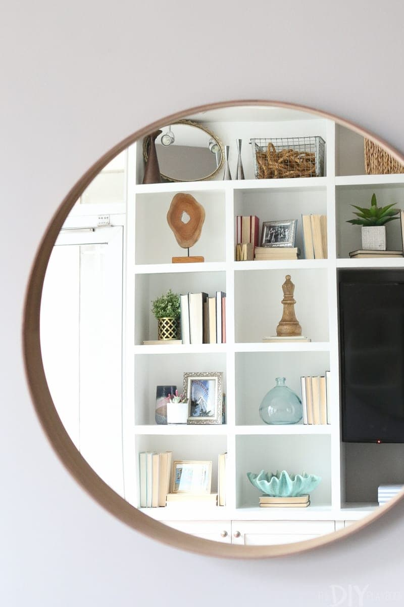 This wall mounted mirror makes the space feel spacious.