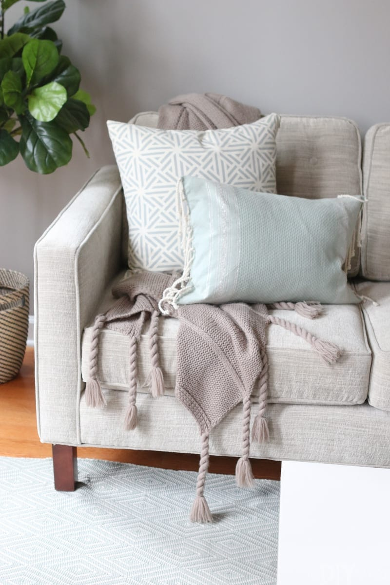 The Right Way To Display Throw Blankets On Your Couch