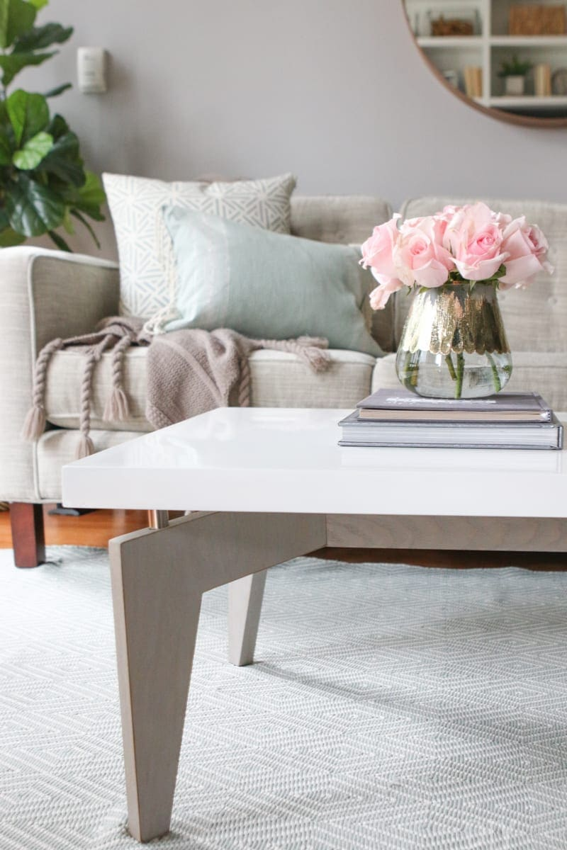 Decorative books and flowers look great on coffee tables.