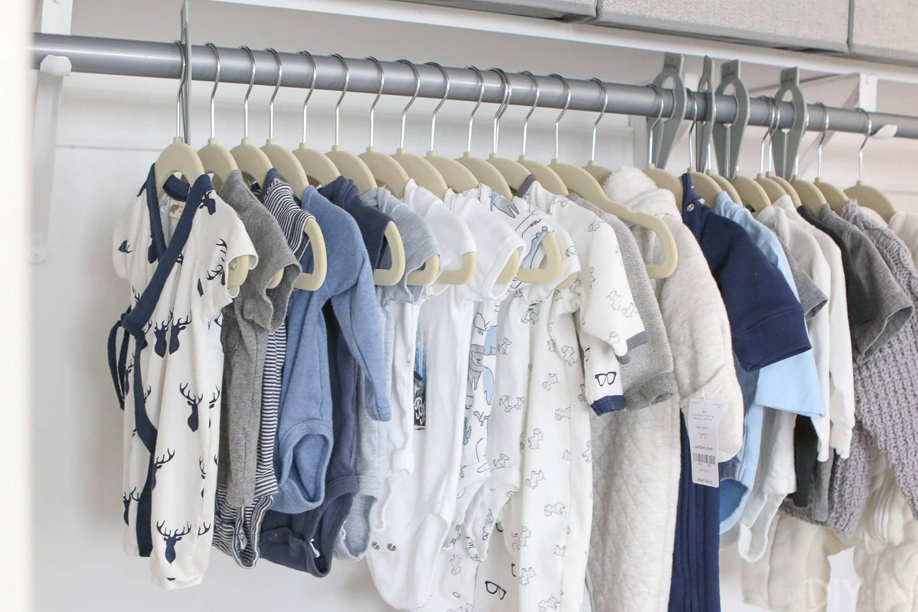 Hanging all the baby clothes is a great way to stay organized.