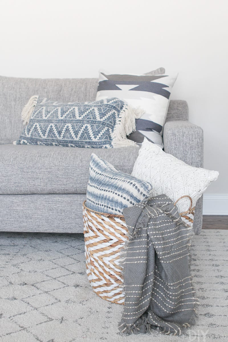The Right Way To Display Throw Blankets On Your Couch The Diy Playbook